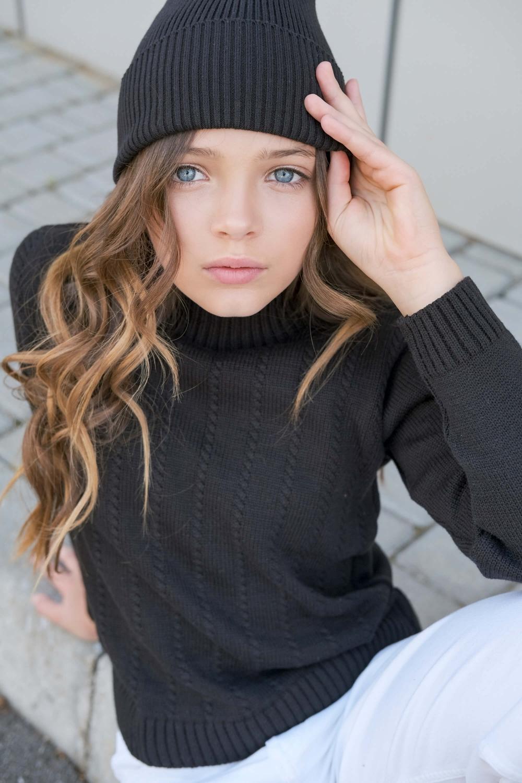 Вязаная шапка черная