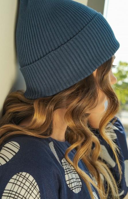 В'язана шапка синя