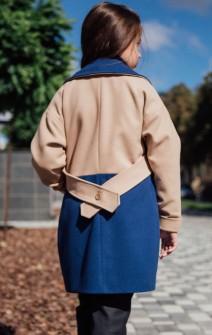 Двокольорове пальто бежево-синє