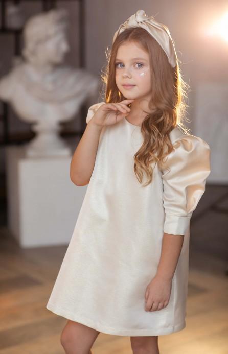Сукня з рукавами-буфами кремова