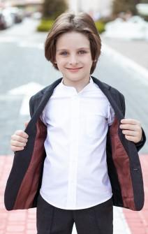 Біла сорочка для хлопчика з коміром-стійкою