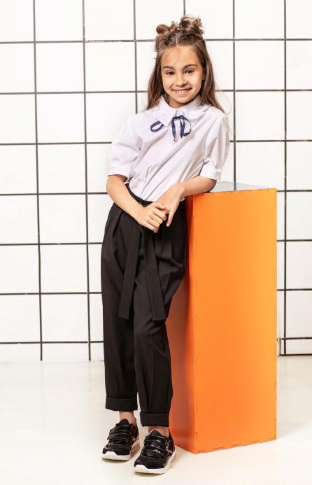 Блуза біла з фантазійним комірцем і короткими рукавами