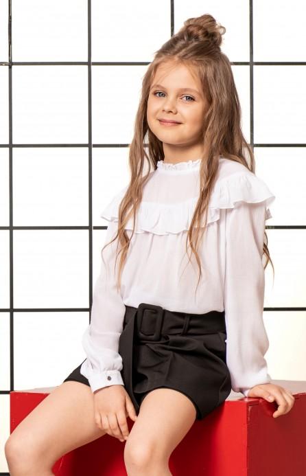 Спадаюча біла блуза з рюшами