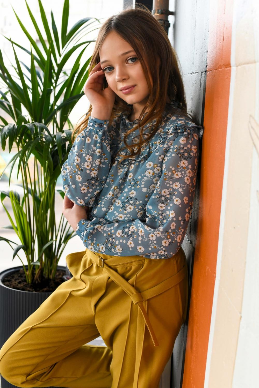 Блакитна блуза з квітковим принтом