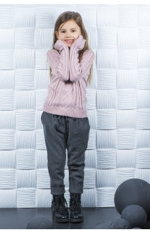 Пудровий светр з косами