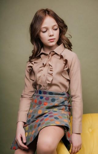 Блуза с воланами миндальная