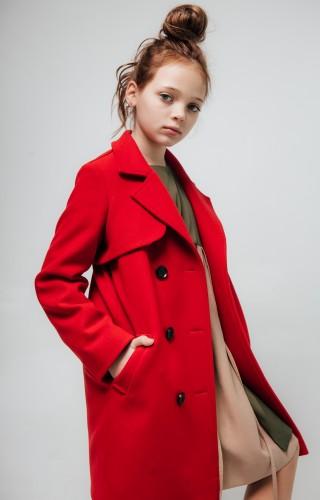Пальто с кокеткой красное