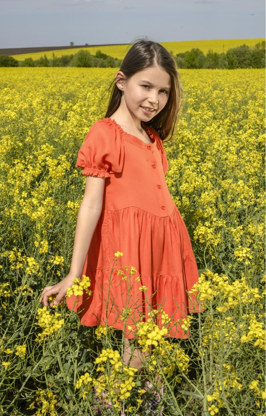Помаранчева сукня з рукавами-ліхтариками
