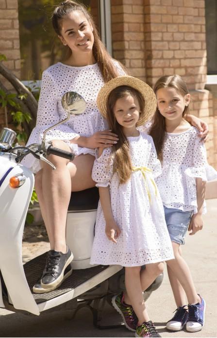 Блуза для мами і сукня для донечки з білого вишитого батисту